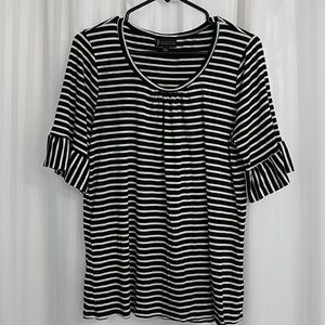 Black and white top. 1X
